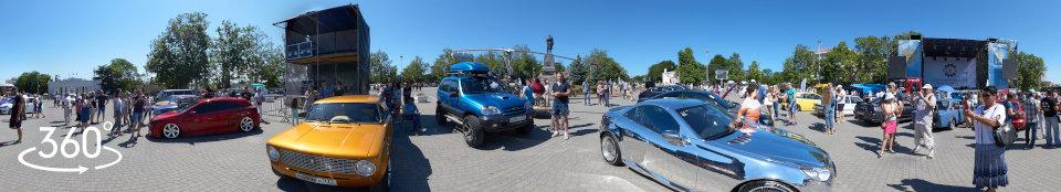Выставка экзотических автомобилей на площади Нахимова